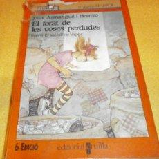 Libros de segunda mano: EL FORAT DE LES COSES PERDUDES – COL. EL VAIXELL DE VAPOR - EN CATALÁN. Lote 108196726
