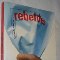 Libros de segunda mano: REBELDES / SUSAN E. HINTON - ALFAGUARA 2006. Lote 136391690