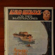 Libros de segunda mano: ALFRED HITCHCOCK Y LOS TRES INVESTIGADORES EN MISTERIO EN LA ISLA DEL ESQUELETO. Lote 45422876