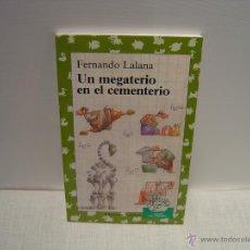Libros de segunda mano: UN MEGATERIO EN EL CEMENTERIO - FERNANDO LALANA - EDICIONES PAULINAS - COL. ZOO DE PAPEL. Lote 54732546