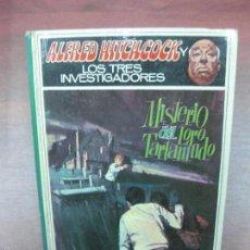 Libros de segunda mano: ALFRED HITCHCOCK LOS TRES INVESTIGADORES. Nº 2. MISTERIO DEL LORO TARTAMUDO. MOLINO 1968. Lote 57727302