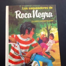 Libros de segunda mano: LIBRO LOS SAQUEADORES DE ROCA NEGRA DE OLIVER HASSENCAMP, LIBRO MAE 2006, ILUSTRADO. Lote 95731379