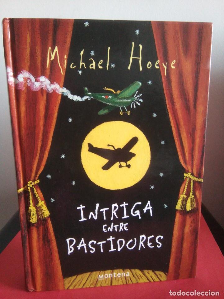 INTRIGA ENTRE BASTIDORES - MICHAEL HOEYE - MONTENA 2005 - SERIE INFINITA - BUEN ESTADO (Libros de Segunda Mano - Literatura Infantil y Juvenil - Novela)