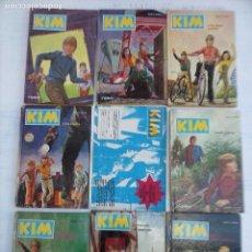Libros de segunda mano: KIM - LOTE 8 LIBROS MÁS CARTEL DE PUBLICIDAD DE LA COLECCIÓN - JENS K. HOLM - 1973 TORAY . Lote 111060615