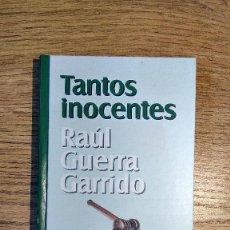 Libros de segunda mano: TANTOS INOCENTES DE RAÚL GUERRA GARRIDO. ENCUADERNACIÓN TAPA DURA.. Lote 117519191