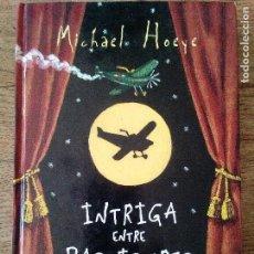 Libros de segunda mano: INTRIGA ENTRE BASTIDORES - MICHAEL HOEYE - MONTENA (ENVÍO 2,40€). Lote 134948634