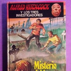 Libros de segunda mano: MISTERIO DEL LORO TARTAMUDO / ALFRED HITCHCOCK / TEXTO DE ROBERT ARTHUR / 1981. Lote 142114778