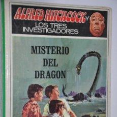 Libros de segunda mano: LOS TRES INVESTIGADORES MISTERIO DEL DRAGON, ALFRED, HITCHCOCK, VER TARIFAS ECONOMICAS ENVIOS. Lote 146922190