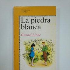 Libros de segunda mano: LA PIEDRA BLANCA. - GUNNEL LINDE. EDITORIAL ALFAGUARA JUVENIL Nº 68. TDK382. Lote 159500038