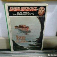 Libros de segunda mano: LMV - ALFRED HITCHCOCK Y LOS TRES INVESTIGADORES. MISTERIO EN LA ISLA DEL ESQUELETO. Lote 164091206