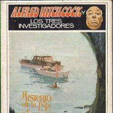 Libros de segunda mano: ALFRED HITCHCOCK LOS TRES INVESTIGADORES MISTERIO EN LA ISLA DEL ESQUELETO. Lote 165079702