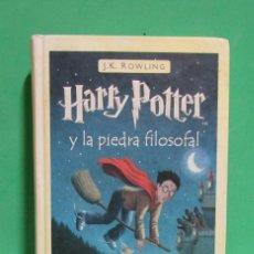 Libros de segunda mano: HARRY POTTER Y LA PIEDRA FILOSOFAL J.K. ROWLING EDIT. SALAMANDRA DIC. 2001 BUEN ESTADO VER IMAGENES. Lote 166968116
