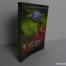 Libros de segunda mano: UNA NOTA FALSA (GORDON KORMAN (EL FUTURO DEPENDE DE 39 PISTAS (THE 39 CLUES) - DESTINO-2011. Lote 172131453
