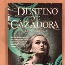 Libros de segunda mano: DESTINO DE CAZADORA. MARI MANCUSI. TRAKATRÁ, LA FACTORÍA DE IDEAS 2012. 253 PÁGINAS.. Lote 179390928