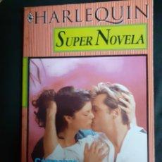 Libros de segunda mano: SUPER NOVELA HARLEQUIN NÚM. 51.-CAMPANAS DE BODA. Lote 182823767