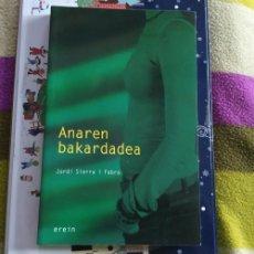 Libros de segunda mano: LIBRO ANAREN BAKARDADEA JORDI SIERRA I FABRA EUSKERA EREIN AÑO 2006. Lote 195508197