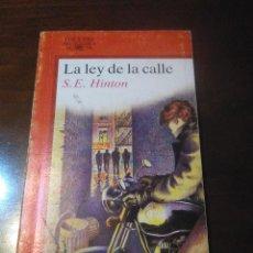Libros de segunda mano: LA LEY DE LA CALLE -S.E. HINTON -JUVENIL ALFAGUARA -1986. Lote 195769770