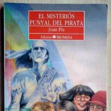 Libros de segunda mano: EL MISTERIÓS PUNYAL DEL PIRATA (JOAN PLA) ED. BROMERA 2002. Lote 219242266