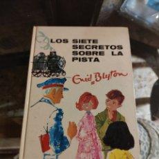 Libri di seconda mano: N° 9: LOS SIETE SECRETOS SOBRE LA PISTA (ENID BLYTON). Lote 220900146