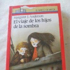 Libros de segunda mano: BARCO DE VAPOR SERIE ROJA - EL VIAJE DE LOS HIJOS DE LA SOMBRA. Lote 221786507