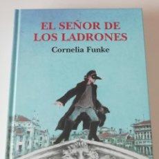 Libros de segunda mano: LIBRO - CORNELIA FUNKE - EL SEÑOR DE LOS LADRONES - ILUSTRADO. Lote 222233558