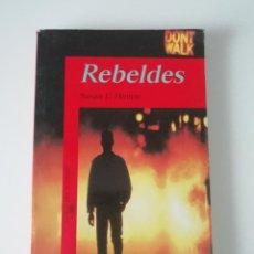 Libros de segunda mano: LIBRO - REBELDES - SUSAN E. HINTON. Lote 222237333