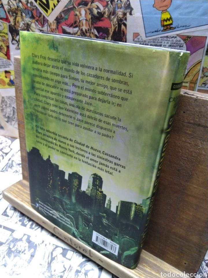 Libros de segunda mano: Cazadores de sombras. Ciudad de ceniza. Casandra Clare - Foto 2 - 222738527