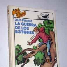 Libros de segunda mano: LA GUERRA DE LOS BOTONES. LOUIS PERGAUD. ANAYA, 1981. COL. TUS LIBROS 15. JOSEPH HÉMARD. Lote 235795990