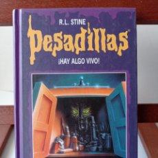 Libros de segunda mano: PESADILLAS. HAY ALGO VIVO R.L.STIENE 4,99 ENVÍO CERTIFICADO.. Lote 238776895