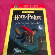 Libros de segunda mano: AUDIO LIBRO AUDIOLIBRO CD HARRY POTTER Y LA PIEDRA FILOSOFAL J K ROWLING DVD VHS POSTER BLU RAY RARO. Lote 243359260
