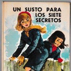 Libros de segunda mano: UN SUSTO PARA LOS SIETE SECRETOS - ENID BLYTON - JUVENTUD 1964 - 1ª EDICIÓN. Lote 244587105