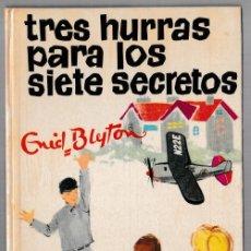 Libros de segunda mano: TRES HURRAS PARA LOS SIETE SECRETOS - ENID BLYTON - JUVENTUD 1971 - 3ª EDICIÓN. Lote 244587745