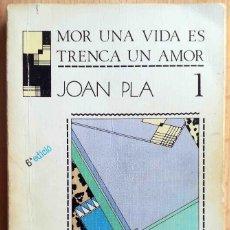 Libros de segunda mano: MOR UNA VIDA ES TRENCA UN AMOR (JOAN PLA) GREGAL 1987.. Lote 244952520