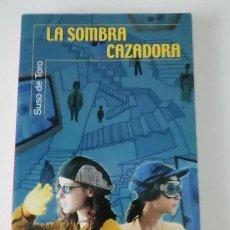 Libros de segunda mano: LIBRO - SUSO DE TORO - LA SOMBRA CAZADORA. Lote 253674245