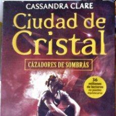 Libros de segunda mano: CASSANDRA CLARE - CIUDAD DE CRISTAL (CAZADORES DE SOMBRAS). Lote 261584305