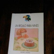 Libros de segunda mano: UN REGALO PARA NINES. MANUEL L. ALONSO. Lote 263162940