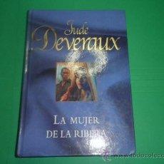 Libros de segunda mano: LA MUJER DE LA RIBERA - JUDE DEVERAUX. Lote 34687884