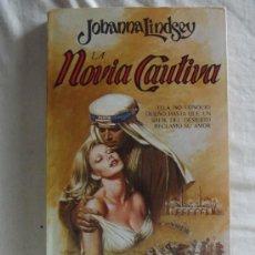 Libros de segunda mano: NOVELA ROMANTICA - LA NOVIA CAUTIVA DE JOHANNA LINDSEY . Lote 38768652