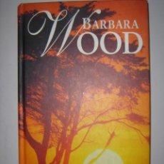 Libros de segunda mano: BARBARA WOOD. BAJO EL SOL DE KENIA. RBA COLECCIONABLES. 2000. Lote 40080014