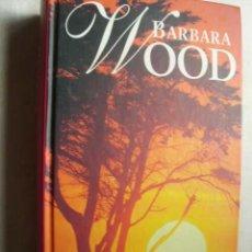 Libros de segunda mano: BAJO EL SOL DE KENIA. WOOD, BARBARA. 2000. Lote 43955770