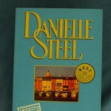 Libros de segunda mano: VACACIONES EN SAINT-TROPEZ. DANIELLE STEEL. BEST SELLER DEBOLSILLO, MONDADORI, 2003, 1ª ED.. Lote 44946820