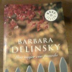 Libros de segunda mano: DELINSKY, BARBARA - UNA MUJER CON PASADO (DEBOLSILLO, 2005). RÚSTICA 446 PGS. Lote 47389229