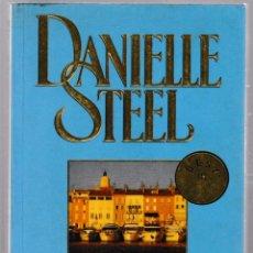 Libros de segunda mano: VACACIONES EN SAINT-TROPEZ. DANIELLE STEEL. 2003 DEBOLSILLO. Lote 53787820