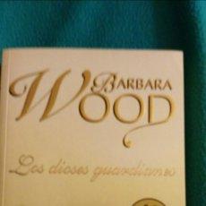 Libros de segunda mano: LOS DIOSES GUARDIANES (BARBARA WOOD). Lote 57646513