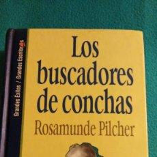 Libros de segunda mano: LOS BUSCADORES DE CONCHAS (ROSAMUNDE PILCHER). Lote 57766815