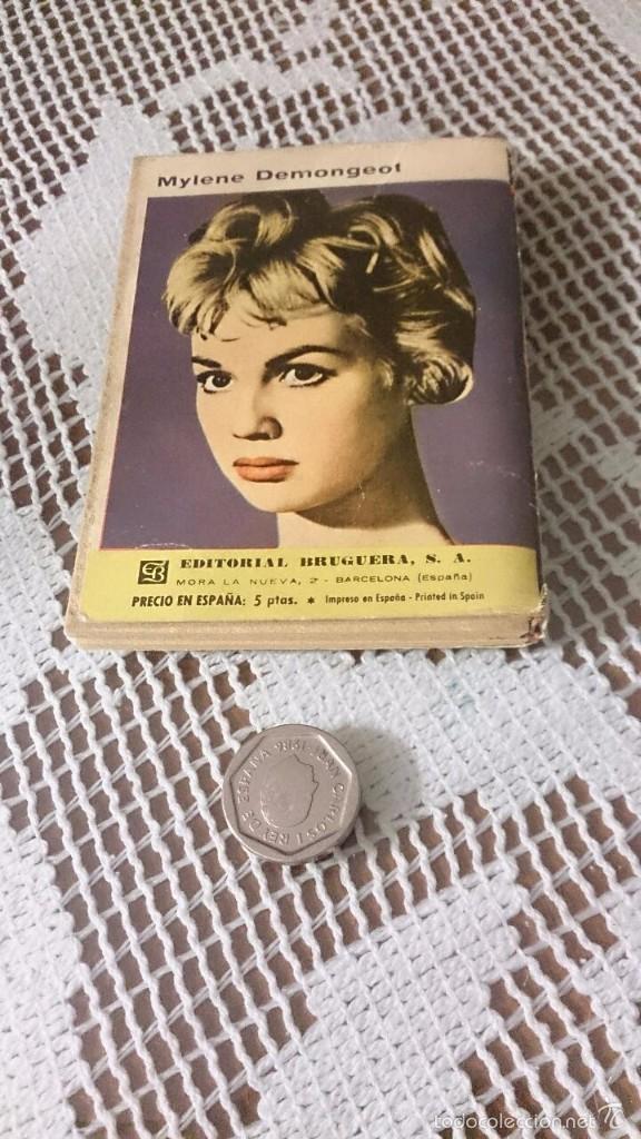 Libros de segunda mano: Mini libros Bruguera, serie rosa. Corín Tellado. Entre dos luces - Foto 2 - 58341804