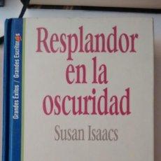 Libros de segunda mano: RESPLANDOR EN LA OSCURIDAD DE SUSAN ISAACS. Lote 59073665