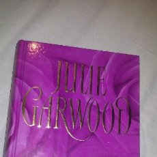 Libros de segunda mano: JULIE GARWOOD - TIEMPO DE ROSAS. Lote 66833610