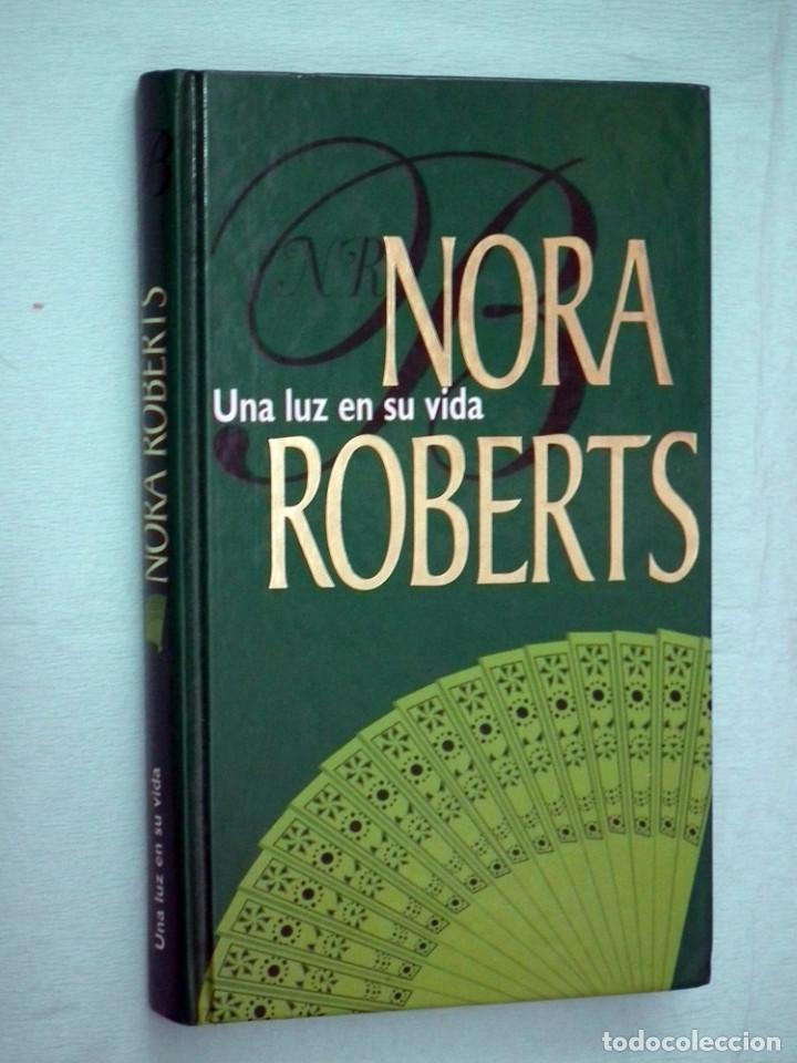 NORA ROBERTS - UNA LUZ EN SU VIDA (Libros de Segunda Mano (posteriores a 1936) - Literatura - Narrativa - Novela Romántica)
