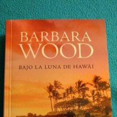 Libros de segunda mano: BAJO LA LUNA DE HAWAI (BARBARA WOOD). Lote 77933545